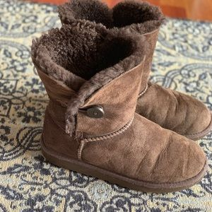Youth girl Ugg boots size 4